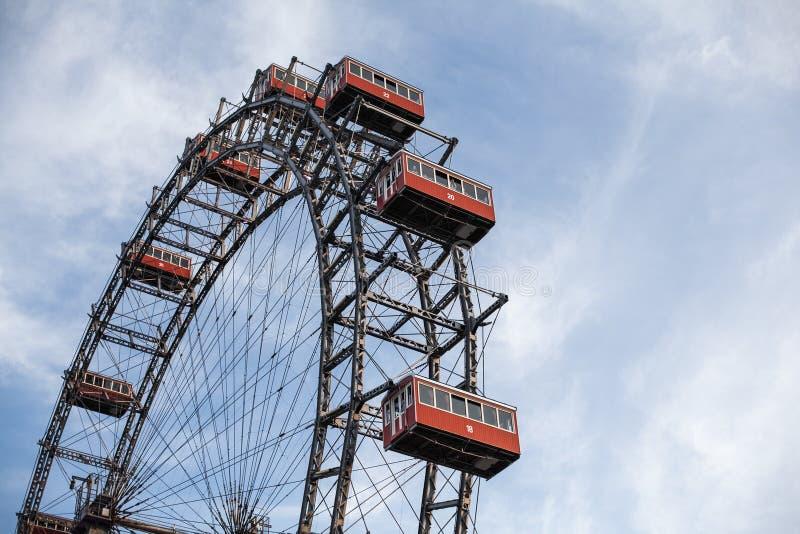 Wiedeń, Austria CZERWIEC 5, 2018: Plociucha giganta Ferris koła Wiener Riesenrad od 1897, historyczny miasto punkt zwrotny obraz royalty free