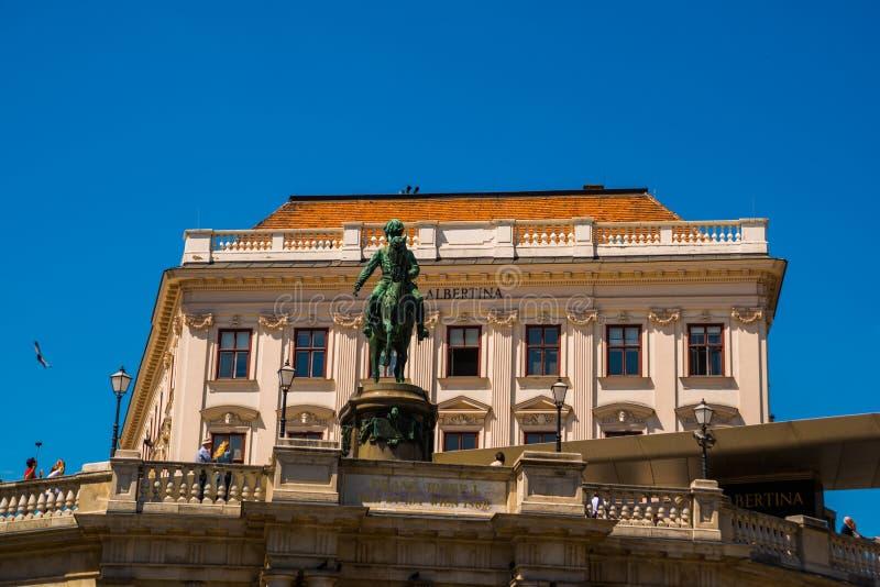 WIEDEŃ, AUSTRIA: Franz Joseph Ja statua blisko Albertina muzeum, Wiedeń obraz stock