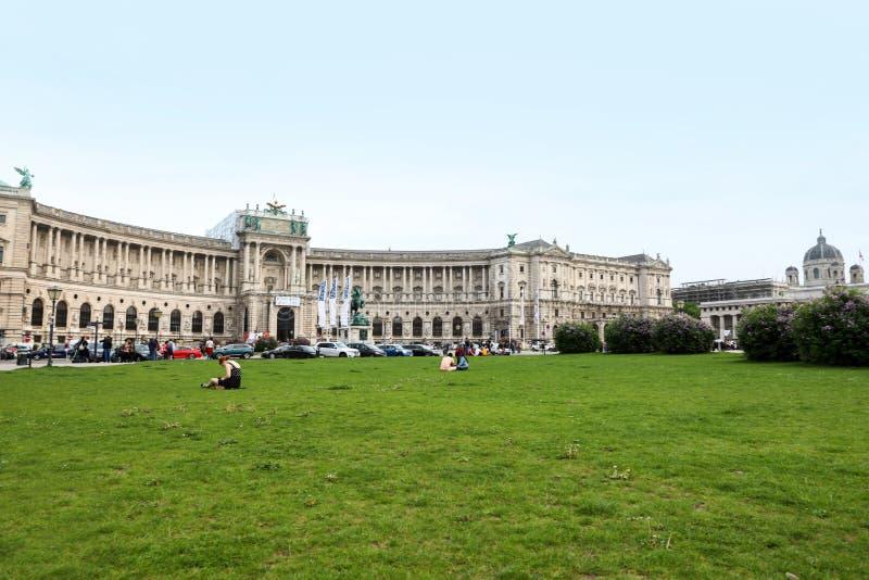 WIEDEŃ AUSTRIA, KWIECIEŃ, - 26, 2019: Piękny widok Heldenplatz blisko Hofburg fotografia stock