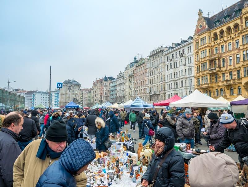 WIEDEŃ AUSTRIA, LUTY, - 2018: Naschmarkt jest pchli targ popularny targowy weekend w Wiedeń, Austria fotografia stock
