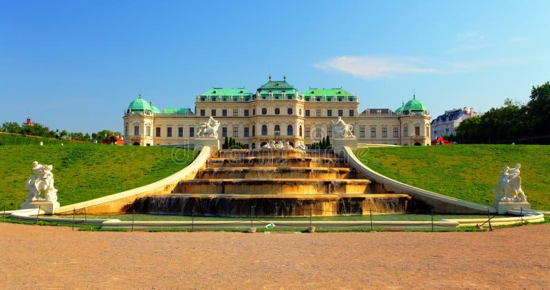 Wiedeń - belwederu pałac z kwiatami - Austria fotografia stock