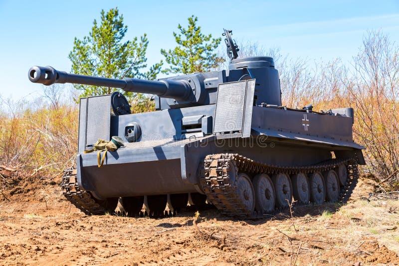 Wieder aufgebauter Weinlese deutscher Tigerbehälter auf dem Schlachtfeld in s lizenzfreie stockbilder