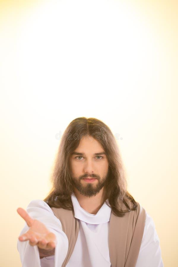 Wieder belebter Jesus, der heraus Hand erreicht stockfotos
