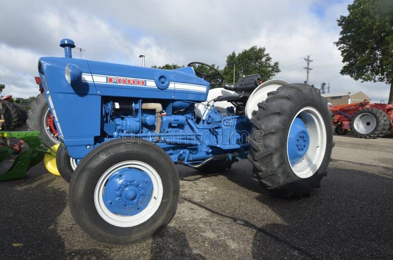 Wieder hergestellter Ford-Traktor stockfoto