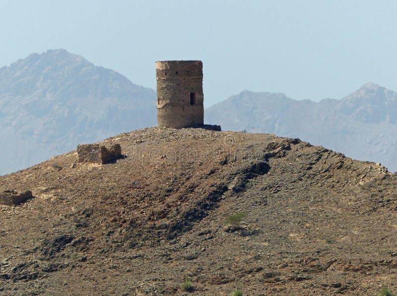 Wieder hergestellter portugiesischer Wachturm nahe Birkat-Al Mawz, Oman lizenzfreies stockfoto