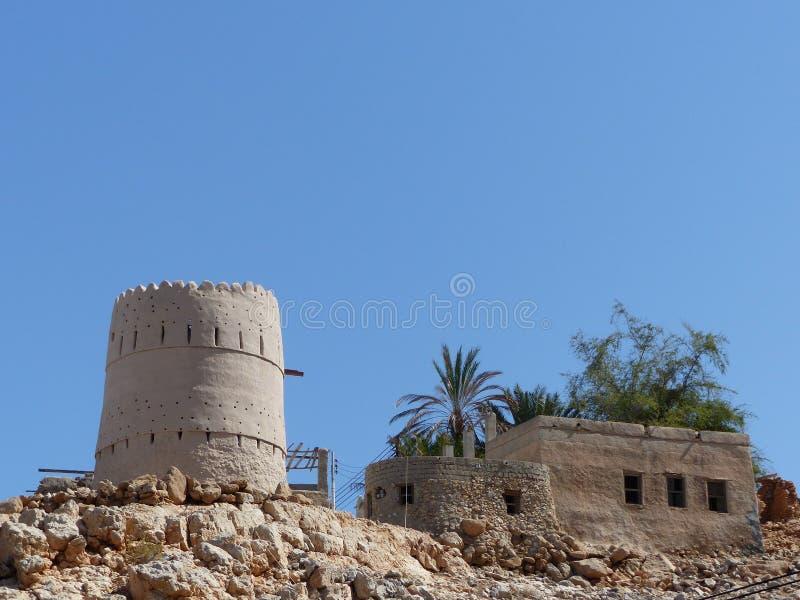 Wieder hergestellter portugiesischer Wachturm nahe Wadi Shab, Oman stockfoto