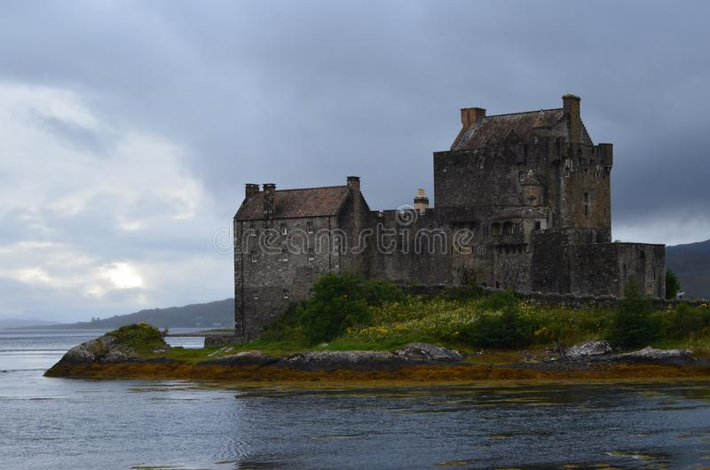 Wieder hergestelltes mittelalterliches Schloss Eilean Donan in Kyle von Lochalsh, West-Schottland stockbild