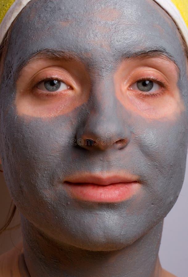 Wiederaufnahme und Gesichtsbehandlung der Frau