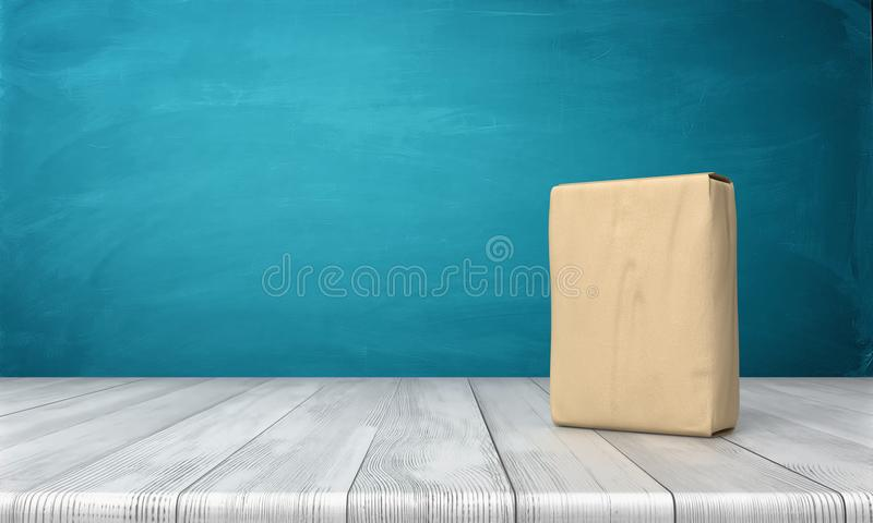 Wiedergabe 3d eines einzelnen geschlossenen Zementsacks vertikal gesetzt auf einen hölzernen Schreibtisch auf blauem Hintergrund stockbild