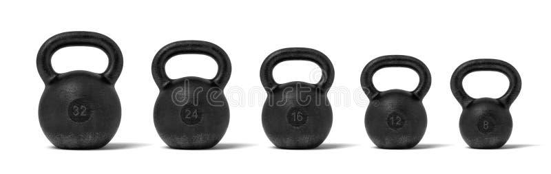 Wiedergabe 3d von fünf schwarzen Eisen kettlebells in einer einzelnen Zeile mit verschiedenen Gewichtsstempeln von 32, 24, 16, 12 vektor abbildung