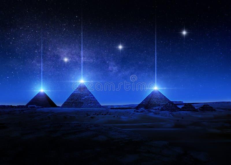Wiedergabe der Sciencefiction 3D oder Illustration von ägyptischen Pyramiden nachts helle Strahlen von den Spitzen schießend vektor abbildung
