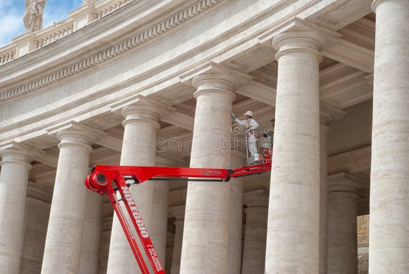 Wiederherstellung arbeitet in Vatikan, St Peter Quadrat lizenzfreies stockbild