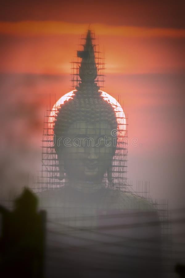 Wiederherstellung und Reparatur von Buddha-Bildern im Buddhismus, Buddhismusskulptur stockfoto