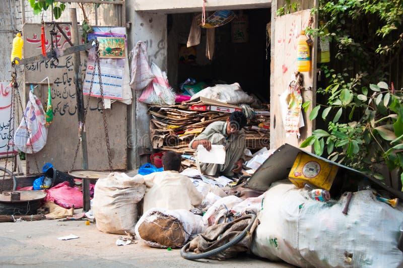 Wiederverwertung, Kleinbetrieb in Pakistan lizenzfreies stockbild