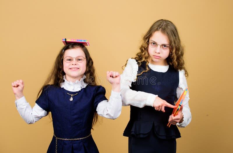 Wiedza Dzie? Przepustka egzamin Stres powoduje niepokój Stresujący dzień przy szkołą Edukacja jest co zostaje po tym jak jeden zdjęcia stock