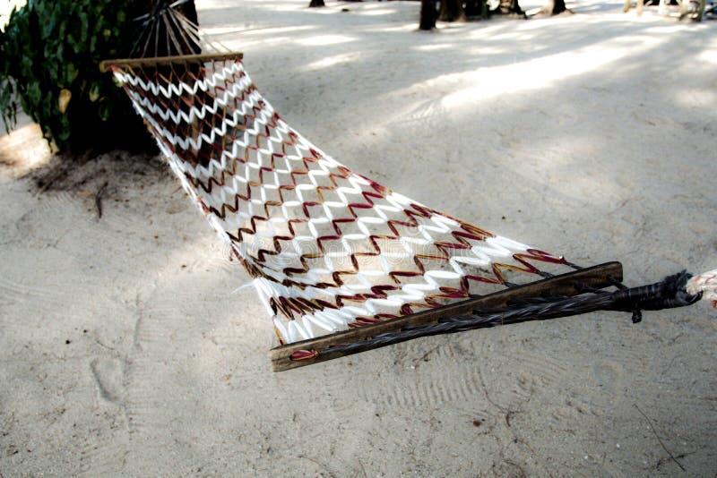 Wiege auf Strand von Meer Thailand stockbild