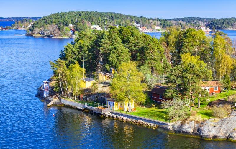 Wiejscy szwedzi krajobrazy, nabrzeżna wioska zdjęcie stock