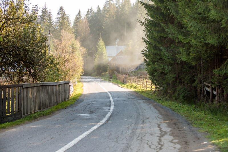 Wiejska droga na jesień czasie zdjęcie stock