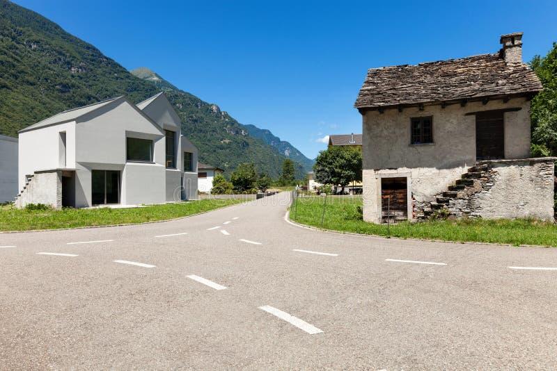 Download Wiejska droga, outdoors zdjęcie stock. Obraz złożonej z gazon - 57666200