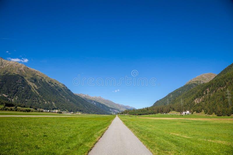wiejska droga Switzerland zdjęcie stock