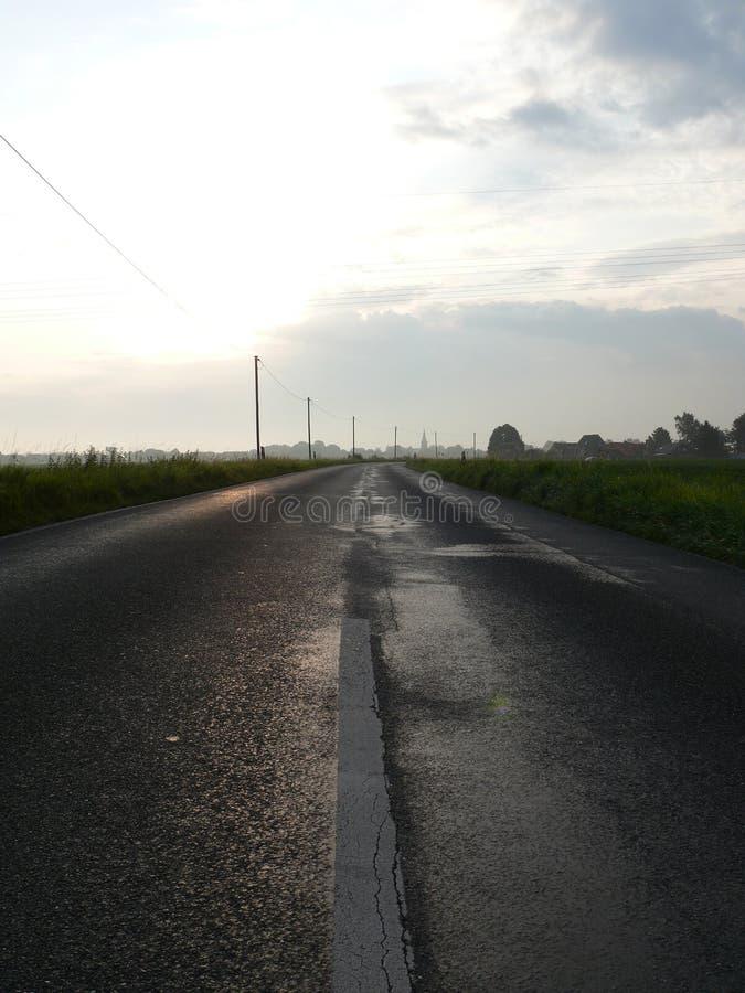 Wiejska droga w ranku zmierzchu fotografia stock