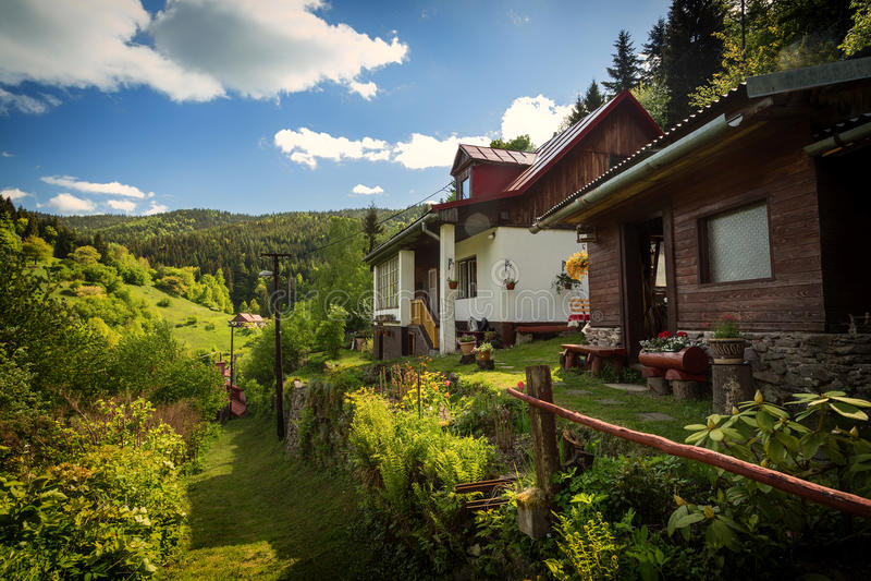 Wiejski dom na starej górnik wiosce w środkowym Europa zdjęcia stock