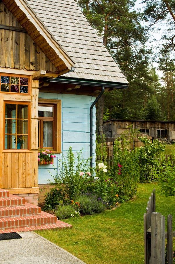 Wiejski drewniany dom w Polska fotografia royalty free