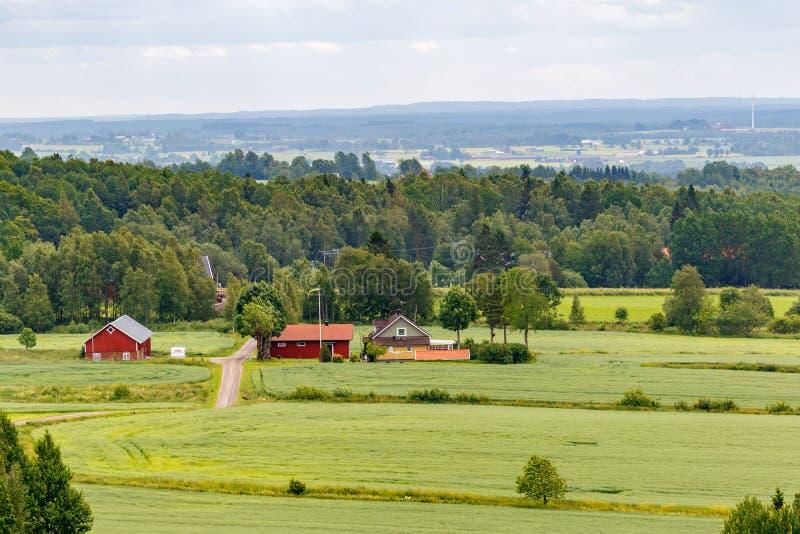 Wiejski krajobrazowy widok z gospodarstwem rolnym fotografia royalty free