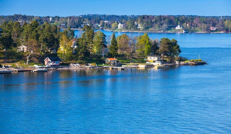 Wiejski szwedzi krajobraz mieści drewnianego zdjęcie royalty free