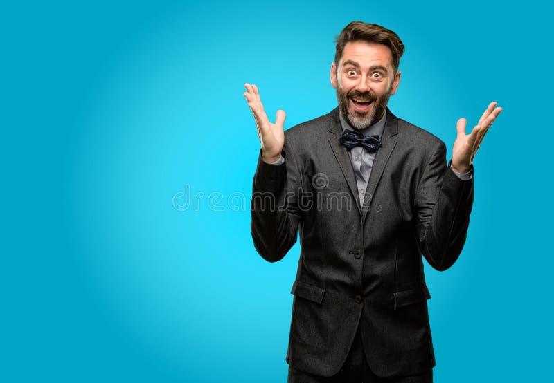Wieka średniego mężczyzna jest ubranym kostium zdjęcie stock