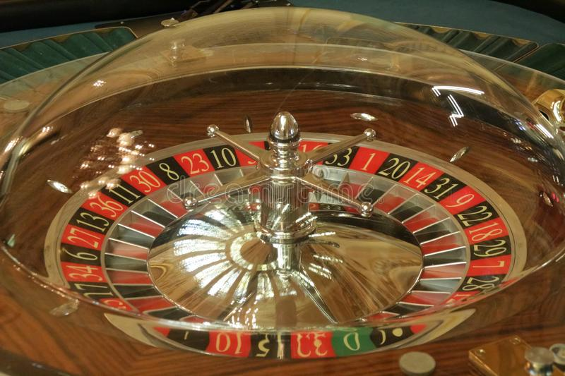 Wiel van roulette in casinoclose-up royalty-vrije stock afbeeldingen