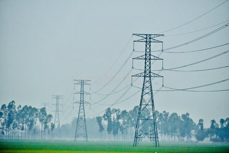 Wielcy elektryczni wybory & druty z naturalnego tła fotografią fotografia stock