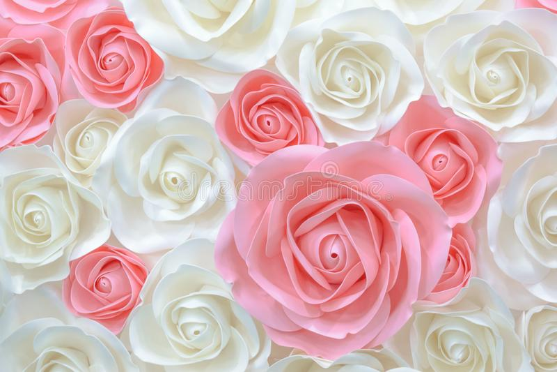 Wielcy Gigantyczni Papierowi kwiaty Duże menchie, biel, beż róża, peonia robić od papieru Pastelu tła papierowego wzoru uroczy st obraz stock