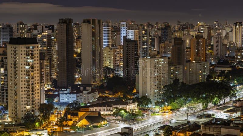 Wielcy miasta przy nocą, Sao Paulo Brazylia Ameryka Południowa obrazy royalty free