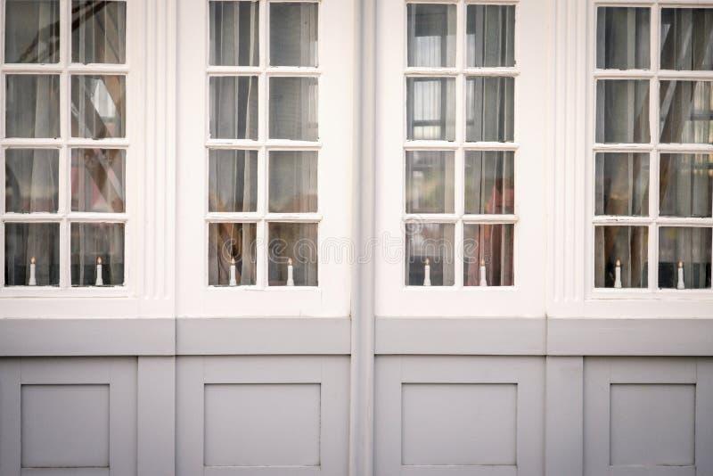 Wielcy okno z świeczkami Bielu i szarość kolory copenhagen Denmark zatrzymuje zdjęcia royalty free