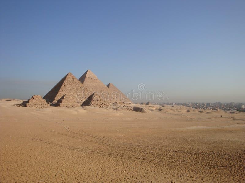 Wielcy ostrosłupy przy Giza zdjęcia royalty free