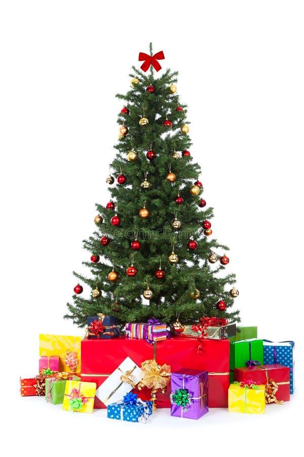 wiele Boże Narodzenie prezenty kolorowi dekorujący drzewo fotografia stock
