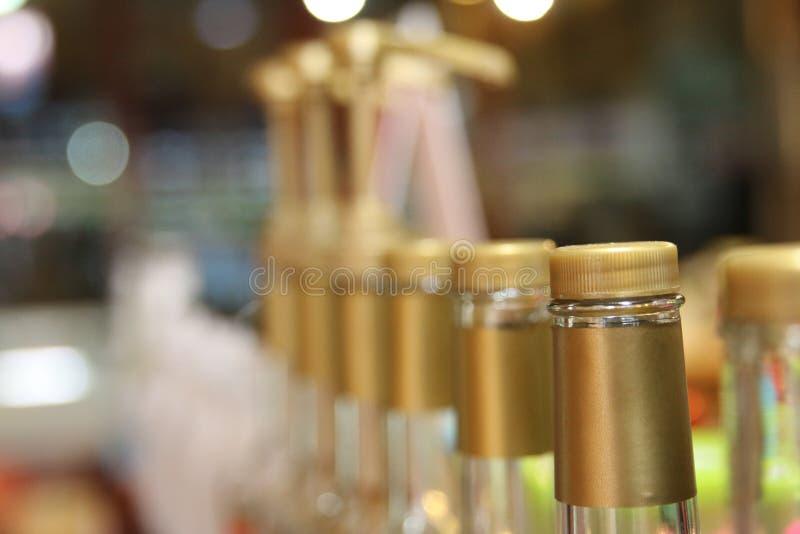 Wiele butelki w sklep z kawą zdjęcie royalty free
