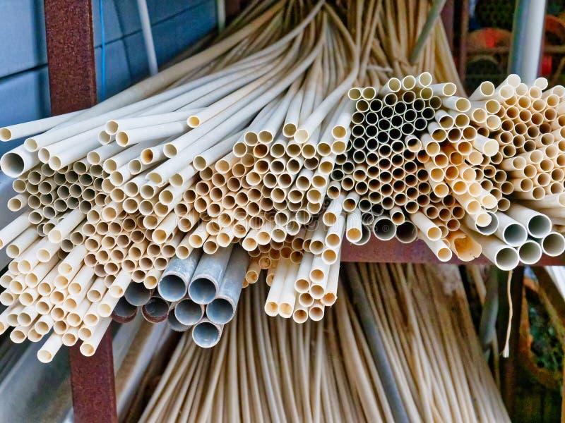 Wiele Cienkie Plastikowe przewód drymby obraz stock