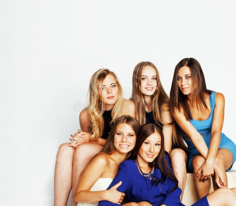 Wiele dziewczyny ściska świętowanie na białym tle, smilin zdjęcia stock