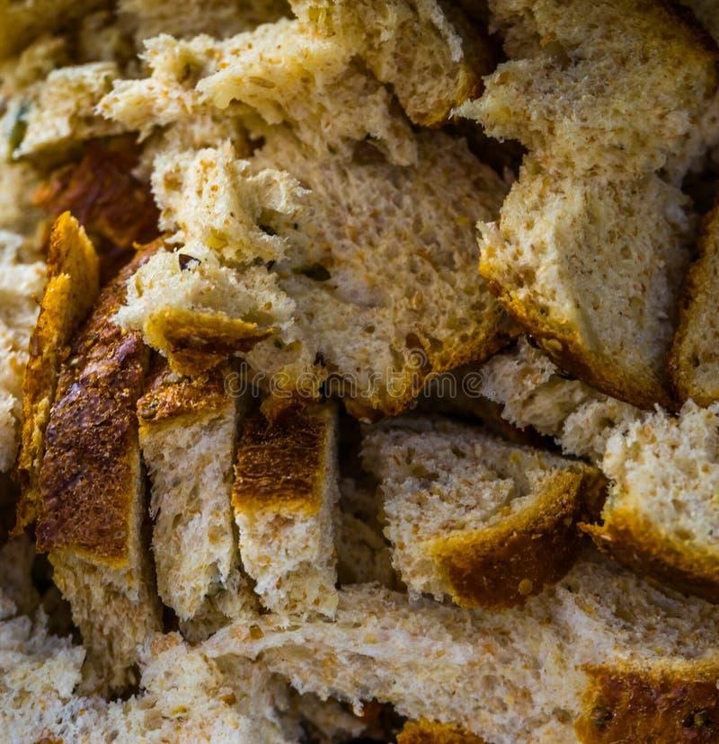 Wiele kawałki chleb w makro- zbliżeniu, ptasi jedzenie, wypiekowego przemysłu tło fotografia stock