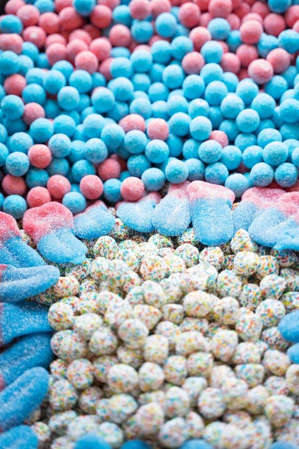 Wiele kolorowi cukierki od marmoladowego, marshmallow, karmel - desery zdjęcie stock