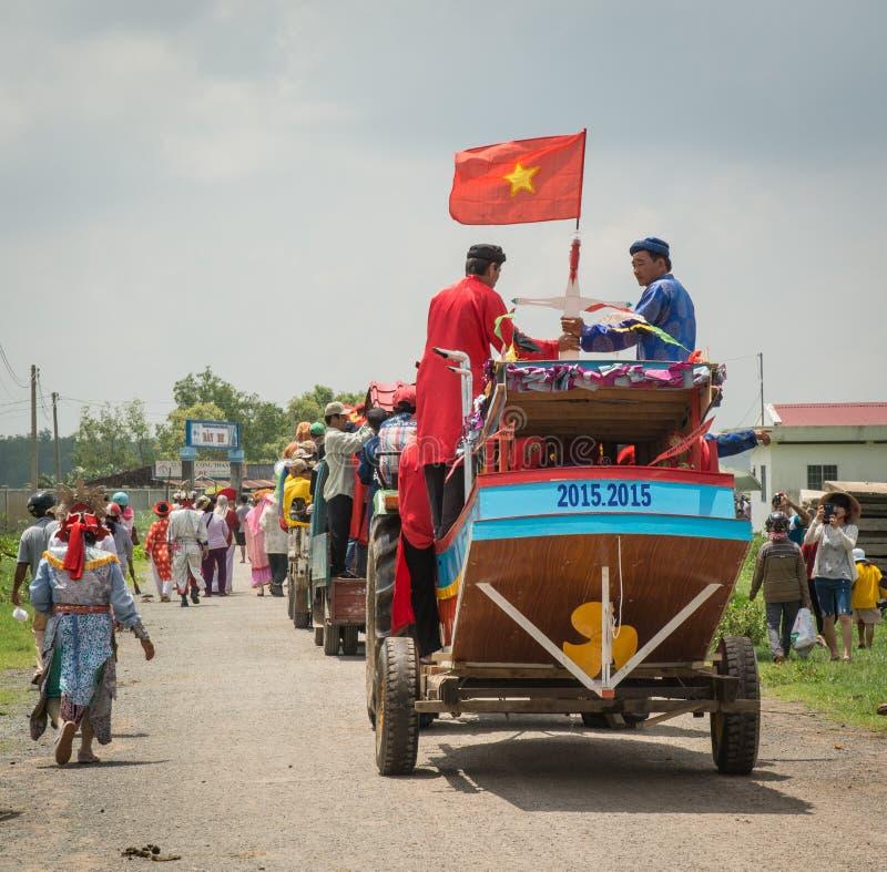 Wiele ludzie w tradycyjnym custume podczas festiwalu obrazy stock
