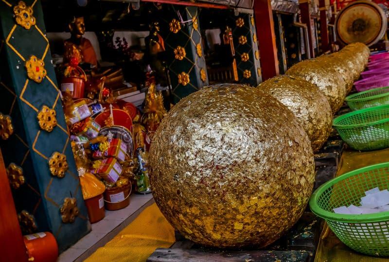 Wiele Luknimit jest buddyzmu kamiennym piłką dla świętowania pagodowego założenia, Wat Phra Ten Doi Kham fotografia stock