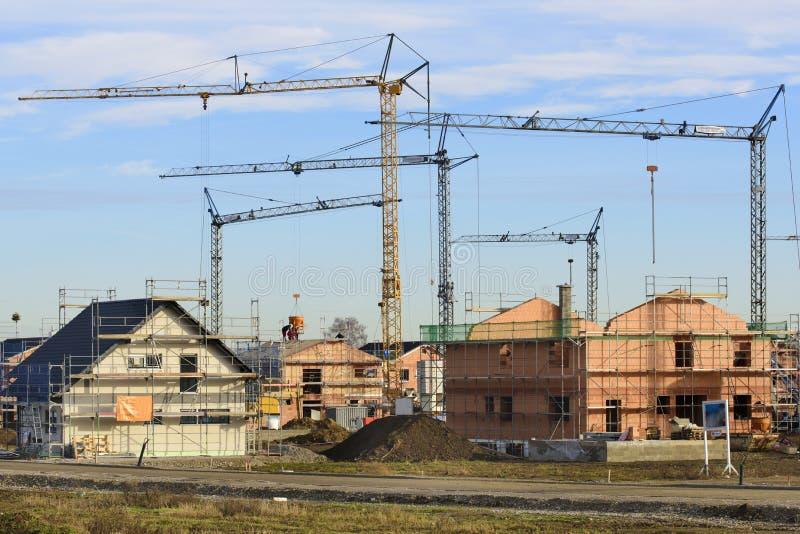 Wiele mieszkaniowi domy w budynek budowie zdjęcia stock
