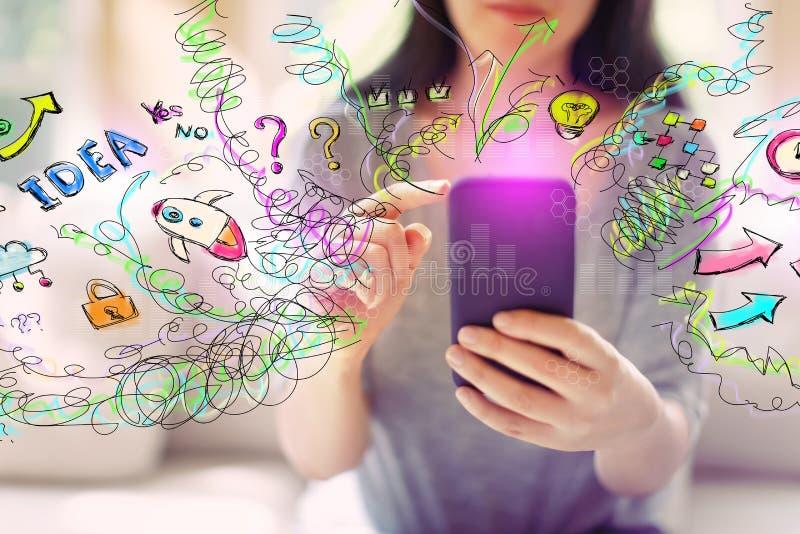 Wiele myśli z kobietą używa smartphone obrazy stock