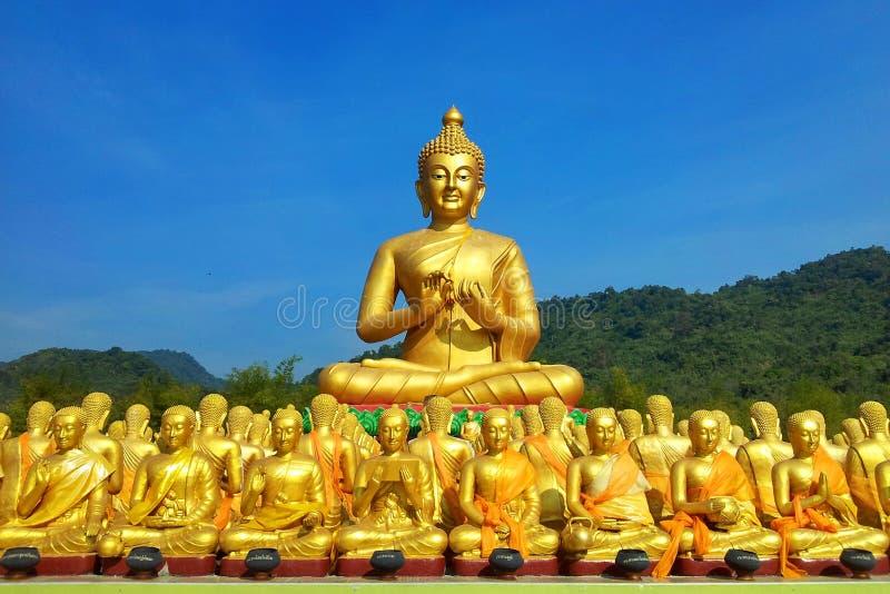 Wiele piękni złoci Buddha wizerunki obrazy royalty free