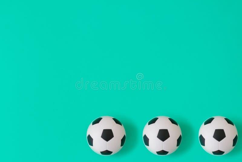 Wiele piłek nożnych piłek czarny i biały tło Futbolowe piłki w wodzie ilustracji