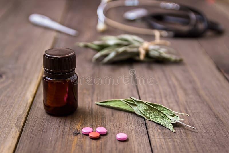 Wiele różni leczniczy ziele leki homeopatyczne fotografia stock