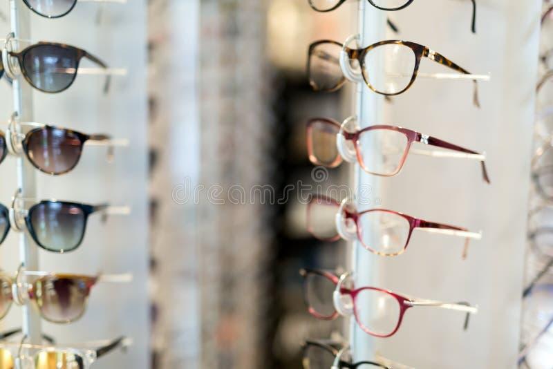 Wiele różni szkła wystawiający przy okulistą w sklepie fotografia royalty free